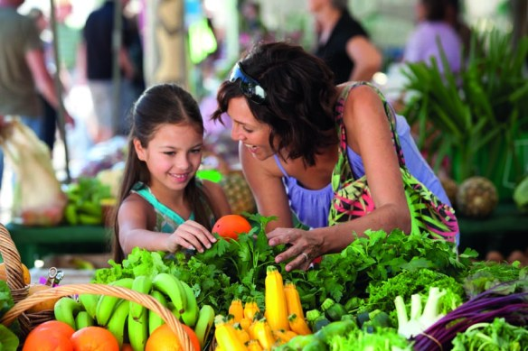 Visit local markets to eat and drink the very best of what the Sunshine Coast has to offer.